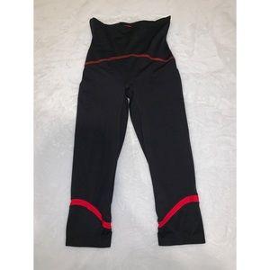 Spanx ladies Capri leggings.
